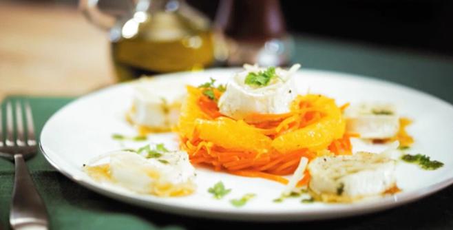 Теплый салат с обжаренным сыром