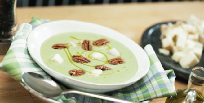 Суп-пюре с брокколи и орехами